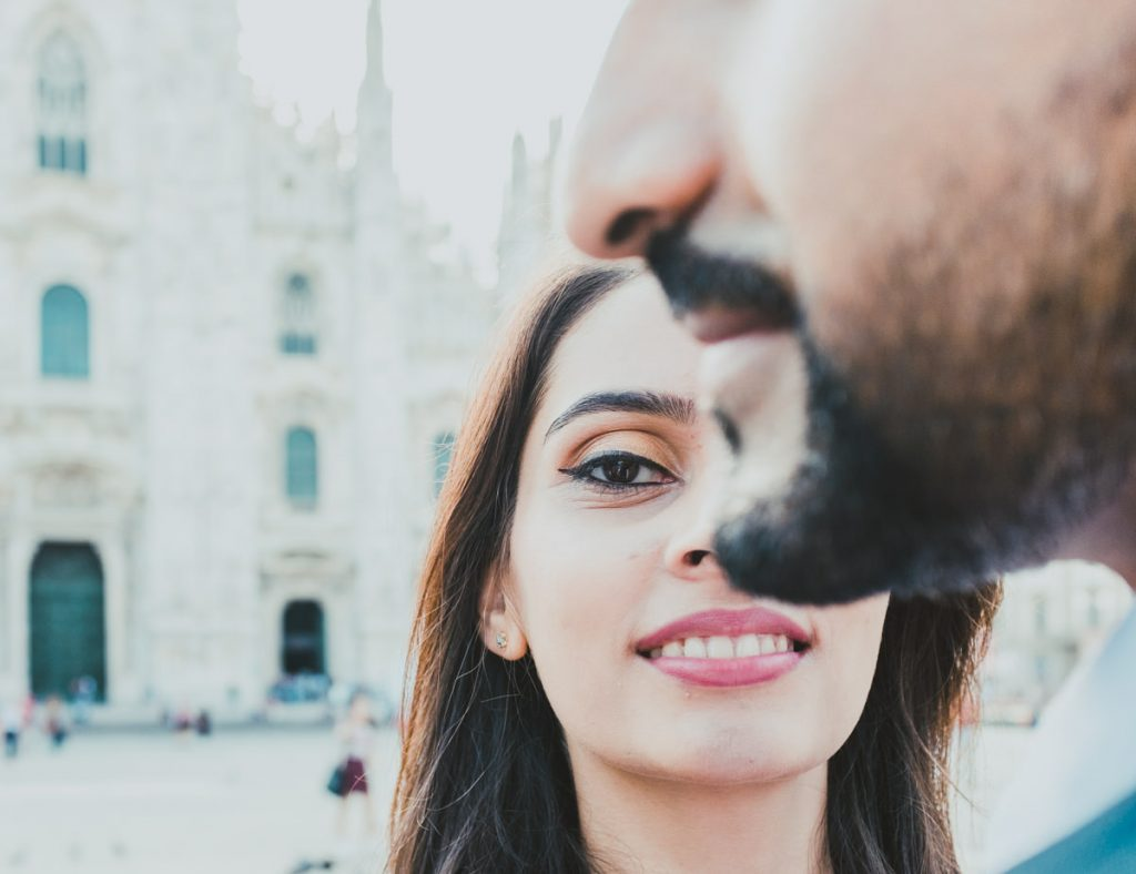 engagement photographic session in Milano: Couple portrait and Duomo