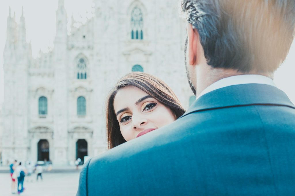 engagement in Milano: couple portrait and Duomo facade
